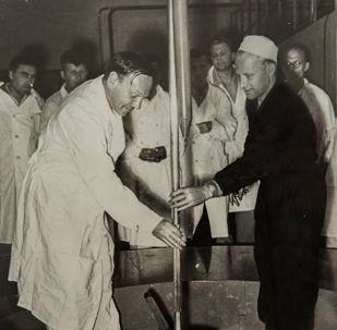 首次發動IRT-2000核反應堆在國家核大學(1967年5月26日)。 設計熱容量為2000千瓦的研究型核反應堆已被該大學科學家們用於反應堆物理學、中子物理學、半導體和電介質輻射物理學、輻射材料學、核物理學和醫學物理學領域已經50年。
