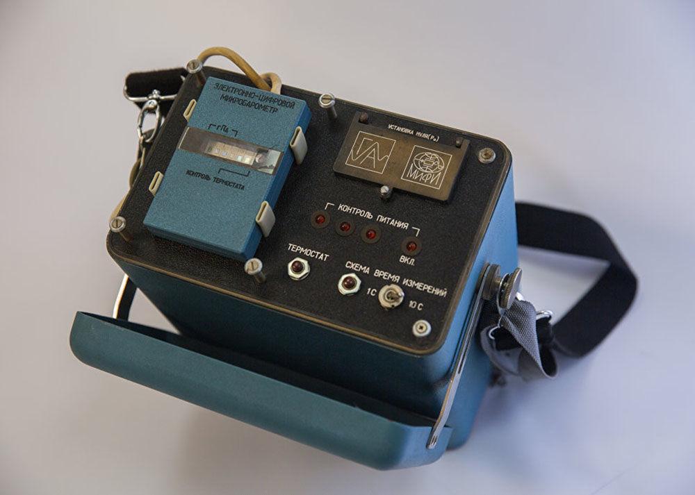 用来确定原子弹从至少20公里高处落下的时刻的计算机组是由在马约罗夫教授领导下的管理部门和专业计算机部门的NIS-1实验室团队研发的。