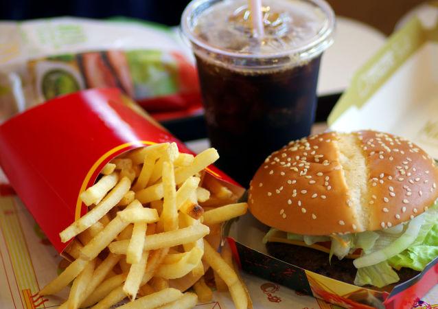 专家发现吃快餐的又一危害