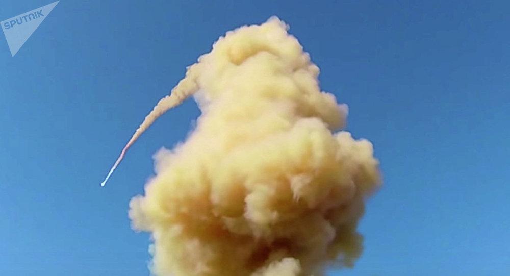俄空天军防空反导部队在哈萨克斯坦萨雷沙甘靶场成功试射了新型反导导弹(资料图片)