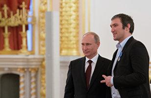"""俄著名冰球运动员宣布开设""""普京团队""""网站"""