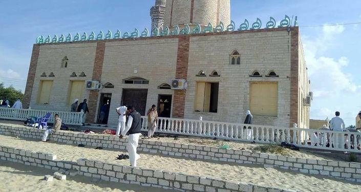 埃及西奈半岛北部清真寺遇袭幸存者向俄卫星通讯社讲述自己的得救经历