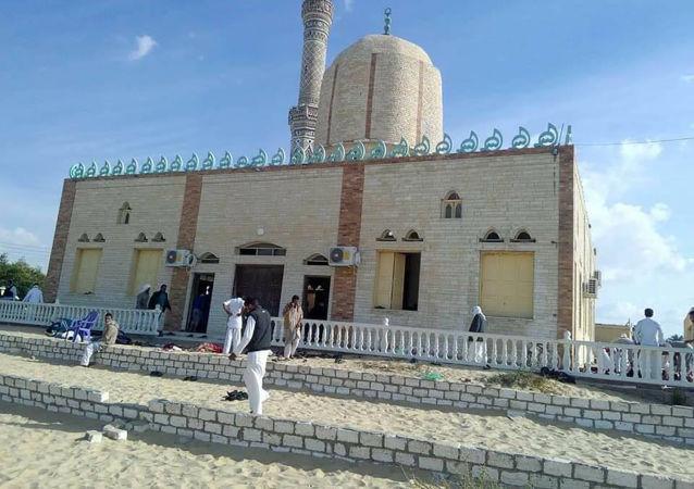 埃及武装力量于西奈清真寺恐袭后摧毁武装分子车辆及弹药库