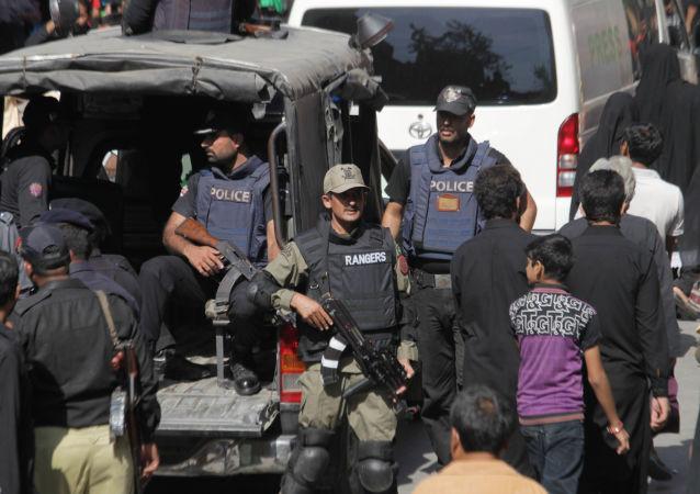 至少13人在巴基斯坦面包车交通事故中丧生