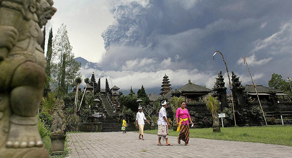 巴厘岛国际机场因火山灰喷发将于29日关闭