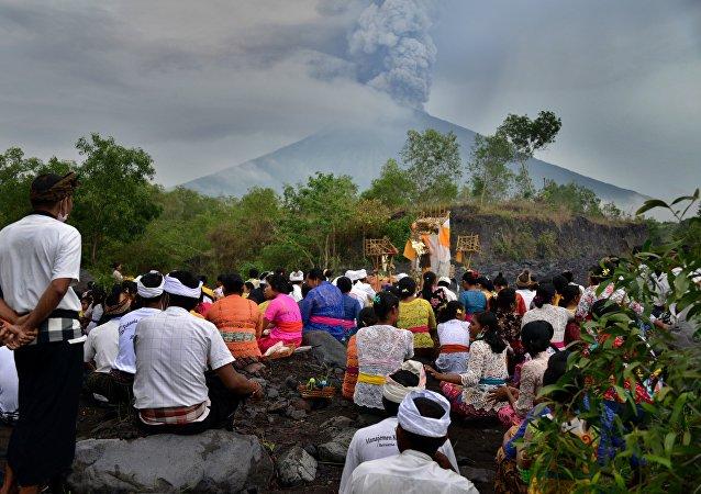 巴釐島阿貢火山爆發