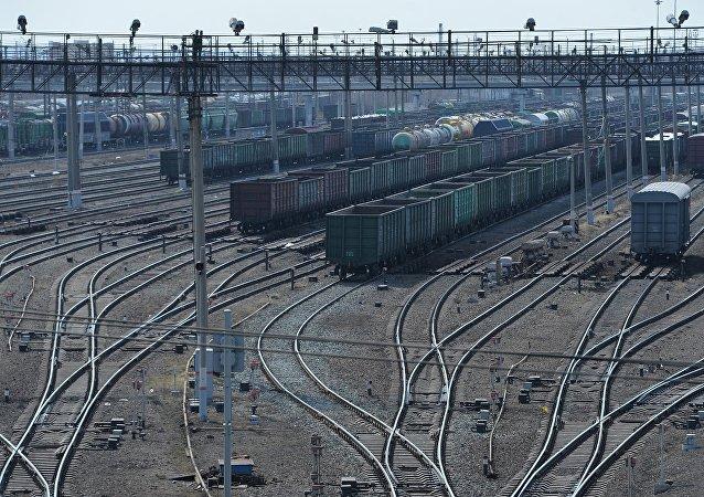 俄捷富凯公司发送首列从中国至法国的集装箱列车