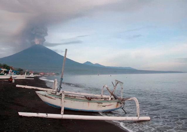 全球最危險火山之一阿貢火山蘇醒