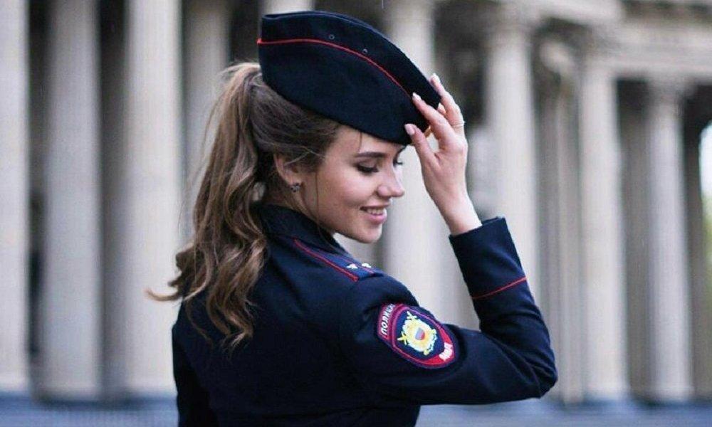 俄羅斯女警察最早出現於1917年十月革命之後。到1945年,女警察人數已超過2萬人。現在俄羅斯警察中約有20萬名女性,佔總人數的24%。