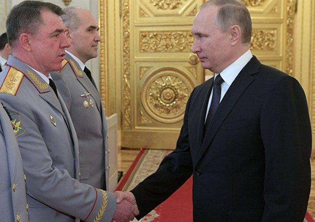 俄总统普京与亚历山大•茹拉夫廖夫上将