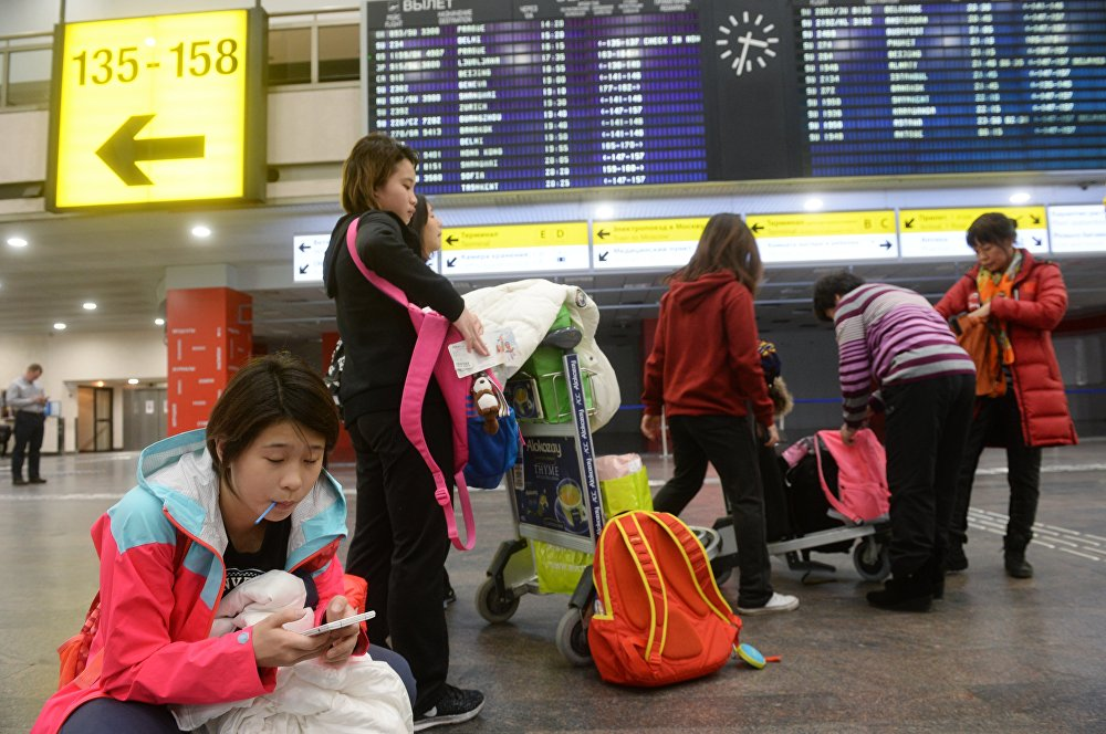 莫斯科谢列梅季耶沃机场的中国客人