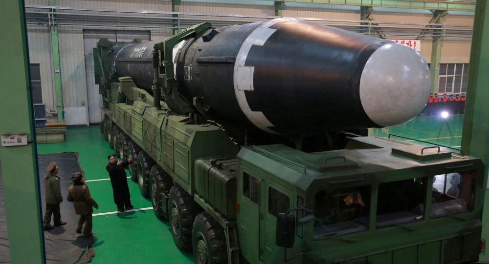 金正恩呼吁加快核武器和弹道导弹大规模生产