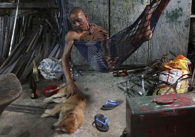 民调:近五成菲律宾人自认家庭贫困