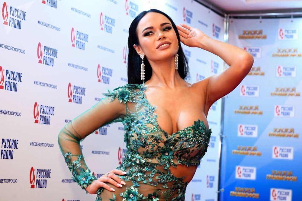 演員亞娜﹒科什基娜出席在莫斯科舉行的第17屆「金色留聲機」音樂頒獎典禮