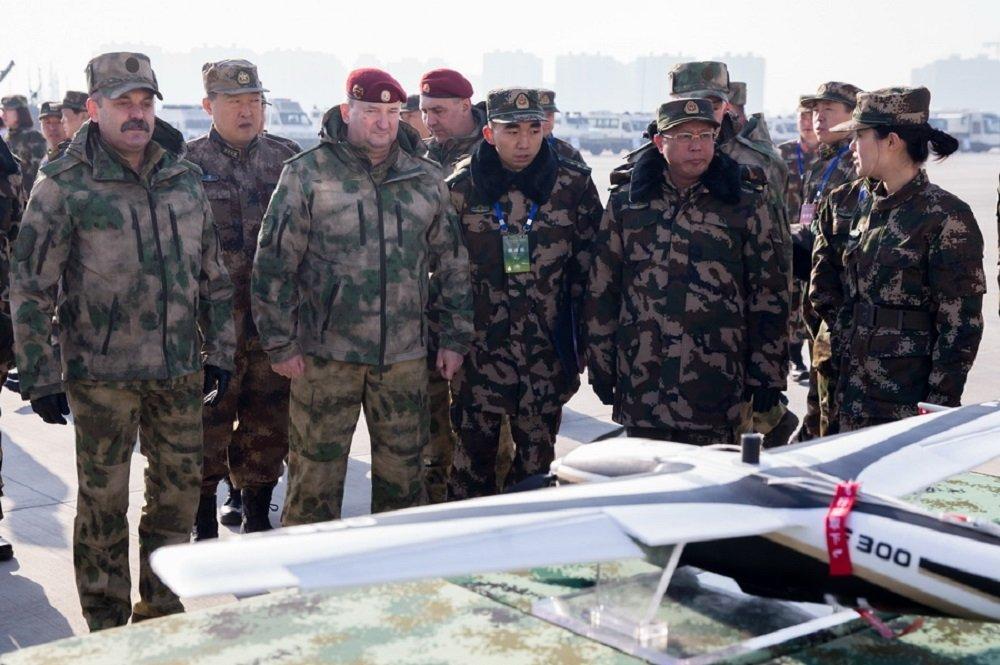 这是俄近卫军在首次在境外参加类似的演习。 参演官兵将在沙漠和山区进行为时两周的反恐演习。