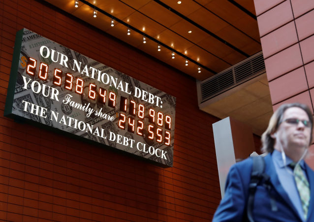 纽约市内再次出现写有美国国债数额的广告板