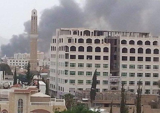 媒体:阿拉伯联军对萨那胡塞武装分子的阵地发起打击