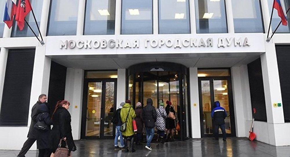 莫斯科市杜马通过莫斯科市新冠肺炎患者违反隔离规定处罚法规