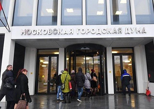俄国家杜马委员会建议禁止外国代理人媒体进入下院采访