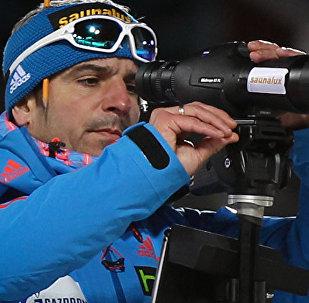 俄罗斯男子冬季两项队教练里科·格罗斯