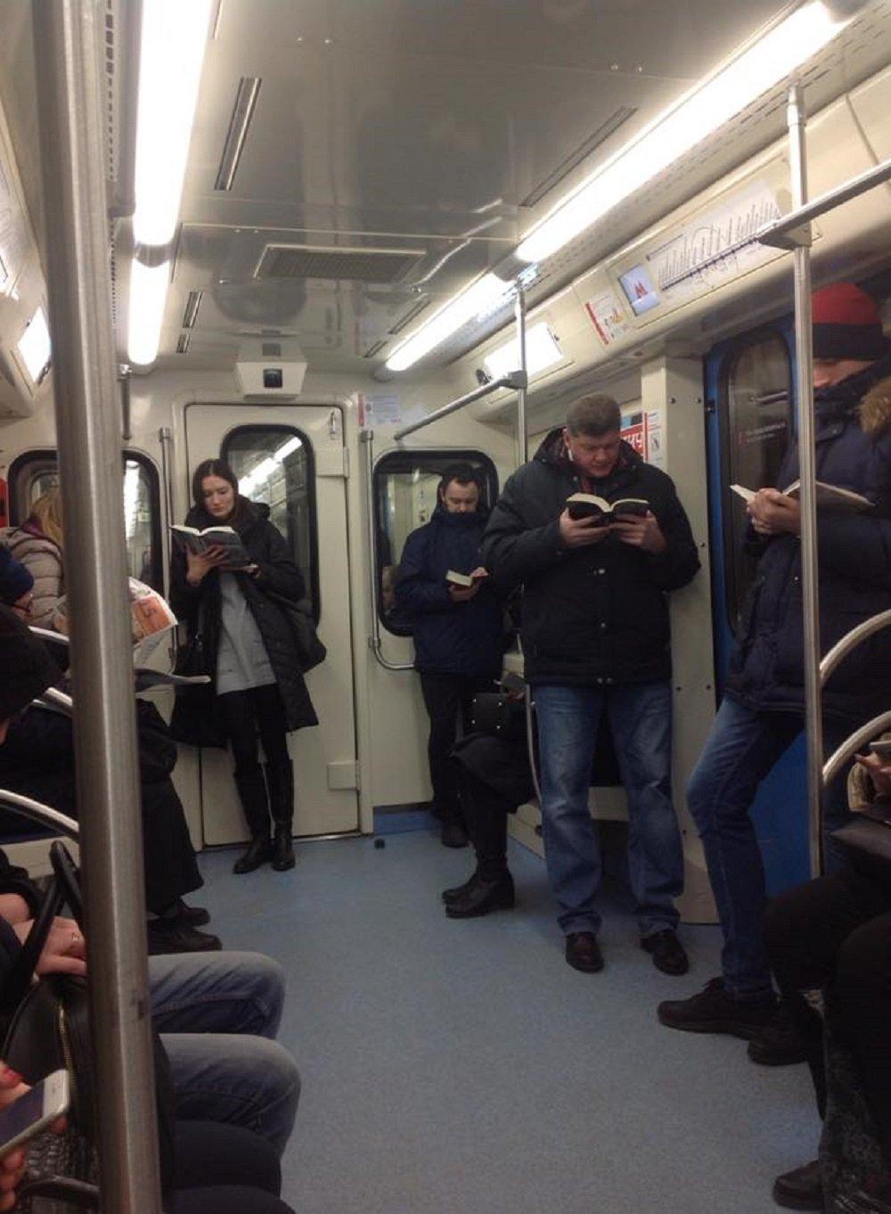 莫斯科地鐵讀書照讓全球網友驚呼:另一個世界!