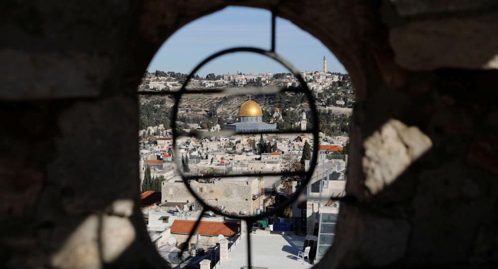 媒体:以色列数千人在防疫隔离期间参加拉比葬礼