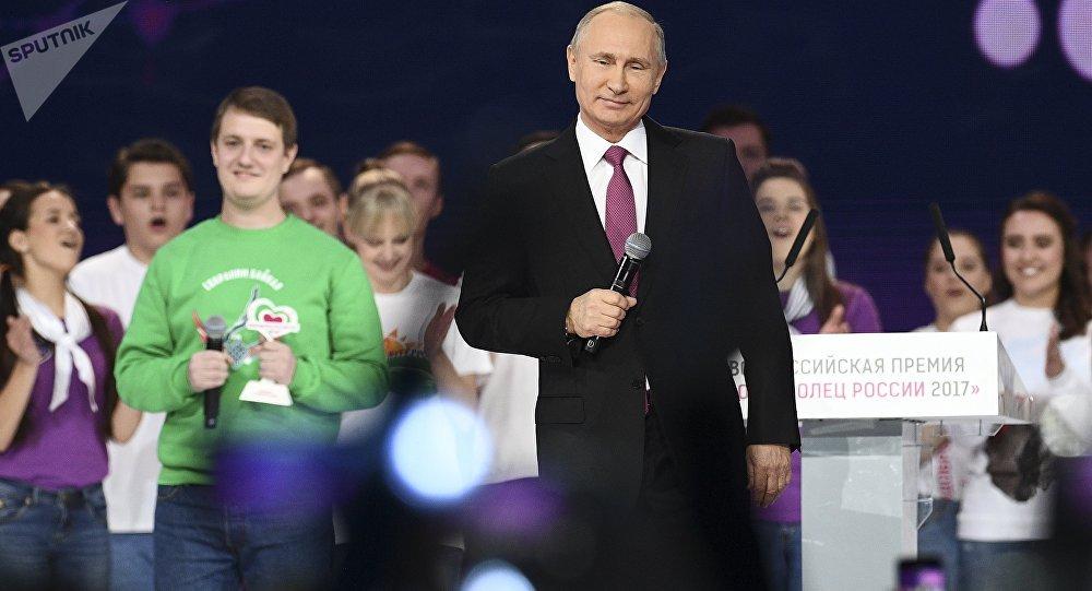 普京承诺在近期决定是否参加2018年总统大选