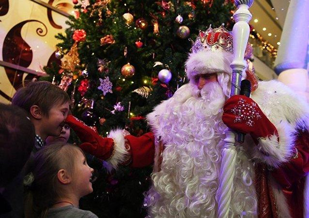 俄羅斯孩子向嚴寒老人祈求哪些禮物?手機和平衡車