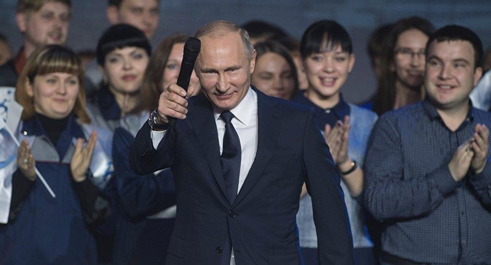 俄总理在普京宣布竞选总统后呼吁政府用心工作
