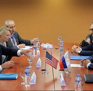 俄外长向美国务卿指出不能容许美国对俄媒与外交官施压