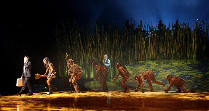 科學家:人類祖先400多萬年前已開始直立行走