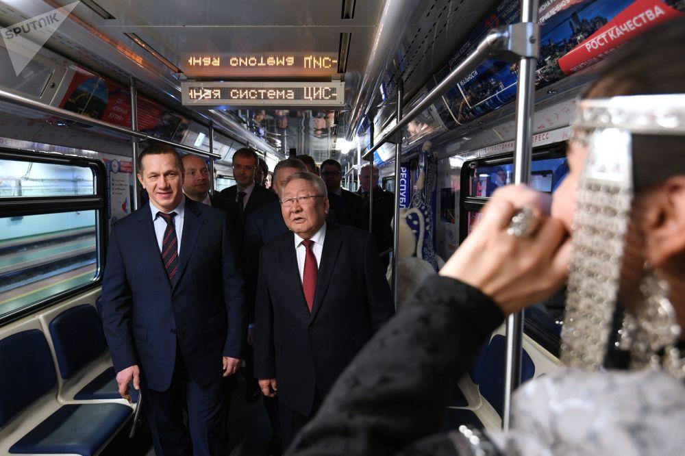 俄羅斯副總理兼遠東聯邦區總統特使尤里·特魯特涅夫(左)和薩哈(雅庫特)共和國領導人葉戈爾·鮑里索夫。