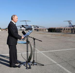 俄羅斯總統普京在俄駐敘赫梅米姆空軍基地的演講