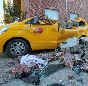 韓國地震過後一輛損毀的汽車
