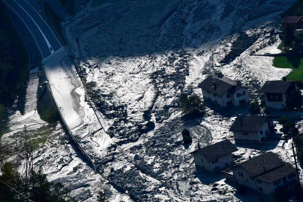 泥石流過後,瑞士邦多村(Bondo)