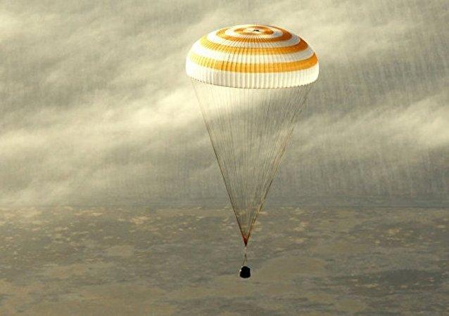 三名國際空間站考察組成員返回地球