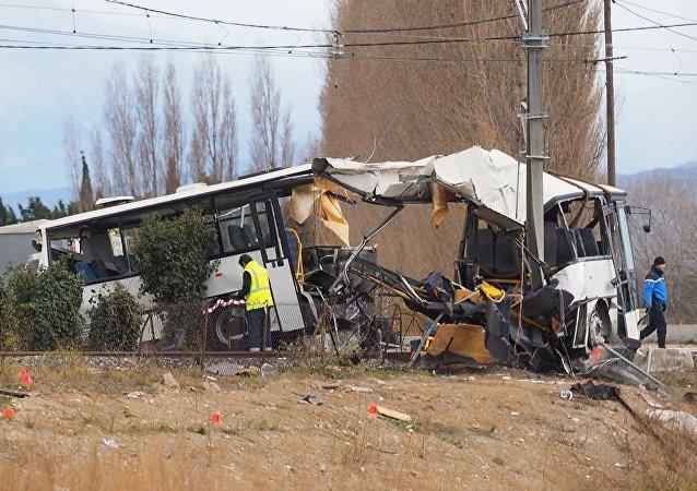 媒体:法国校车交通事故遇难人数已达6人
