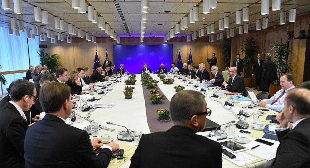 欧洲理事会主席:欧盟27国领导人同意英国脱欧谈判进入第二轮