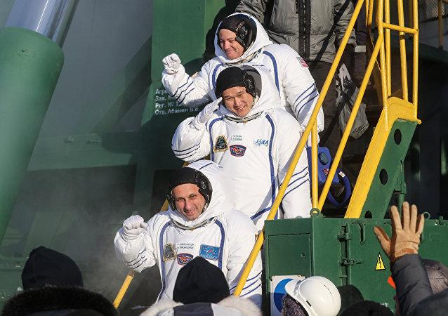 三名宇航员已从国际空间站返回地球