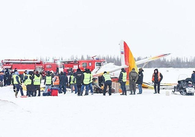 俄纳里扬马尔轻型飞机坠毁导致3死10伤