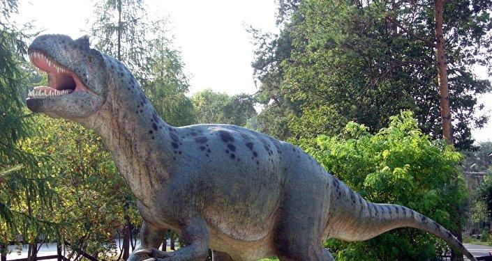 媒体:一亿多年前恐龙足迹化石遭破坏