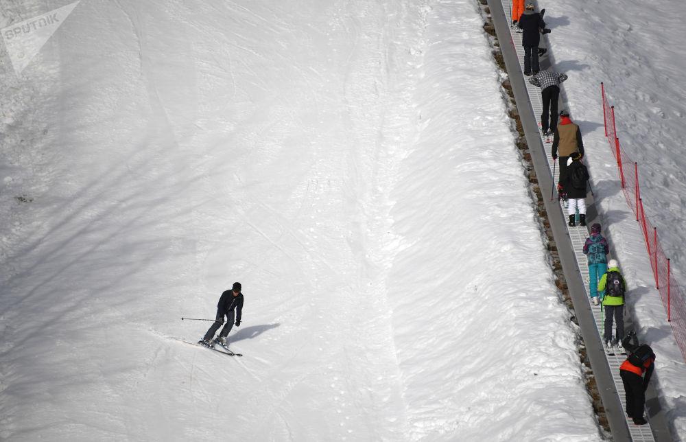索契「羅莎庫塔」高山滑雪度假村開始營業季