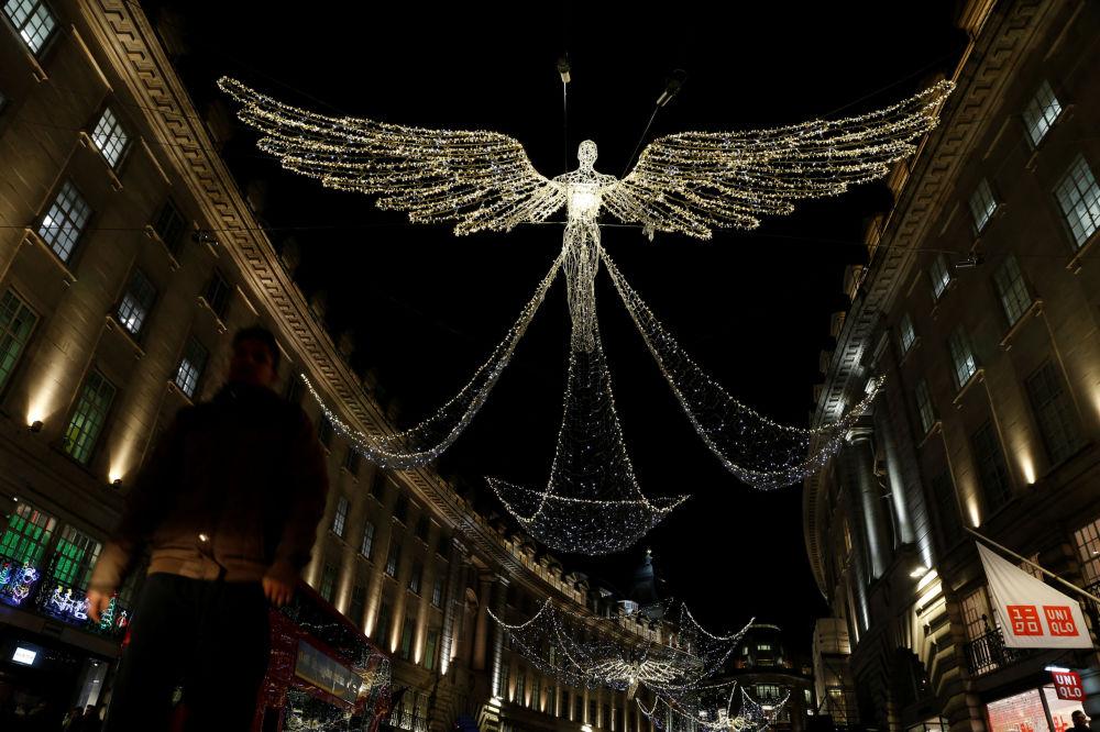 伦敦街头的圣诞灯饰