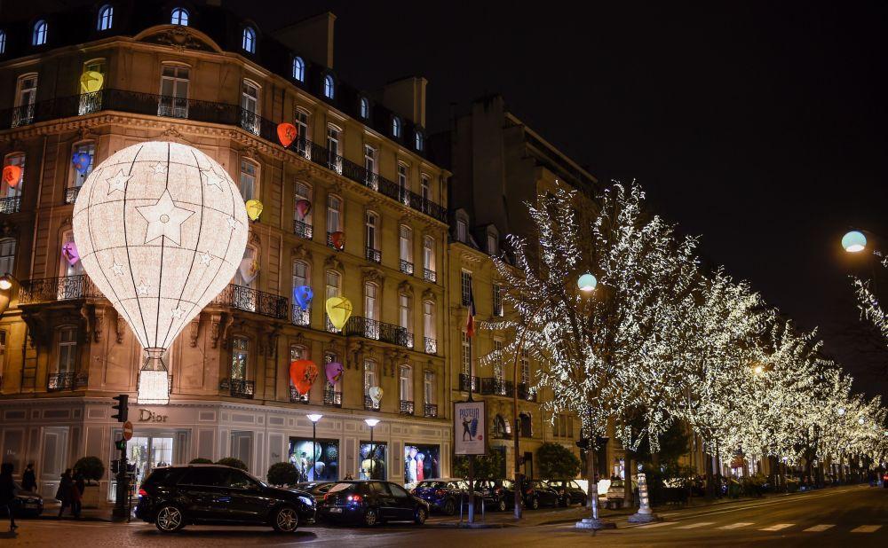 巴黎的新年彩灯
