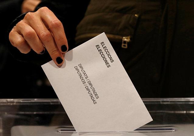 西班牙加区议会提前举行选举 投票活动已开始