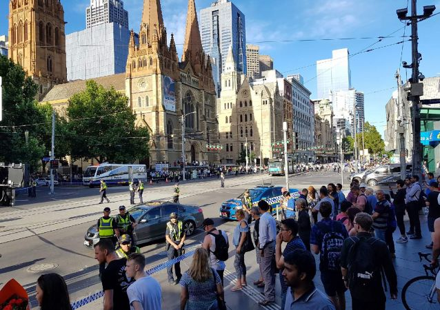 澳大利亞警方稱9名外國人在墨爾本汽車撞人事件中受傷