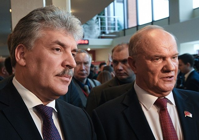 俄共总统候选人格鲁季宁(左边)和俄罗斯共产党主席久加诺夫