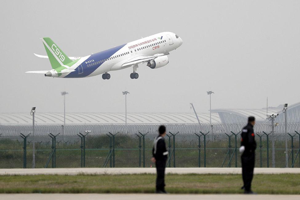 中国国产大型客机C919试飞