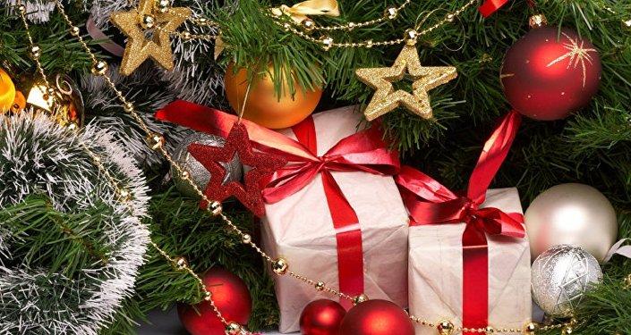 民调:多数法国人在平安夜而不是在圣诞节早上打开礼物