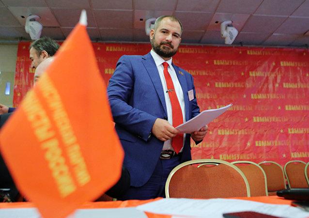 """""""俄罗斯共产党人""""领导人马克西姆·苏莱金"""